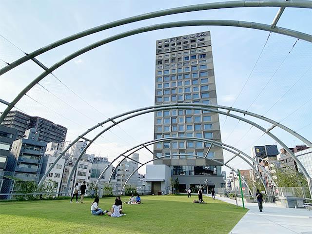 宮下公園からつづいたところにあるホテル「sequence MIYASHITA PARK(シークエンス ミヤシタパーク)」