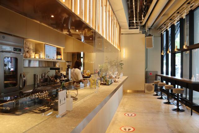 「or(オア)」の1Fカフェは洗練された居心地の良い空間
