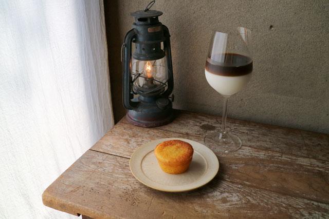 Hummingbird coffee 「オ・レ・グラッセ」850円 / 「本日のケーキ」400円~(どちらも税込)