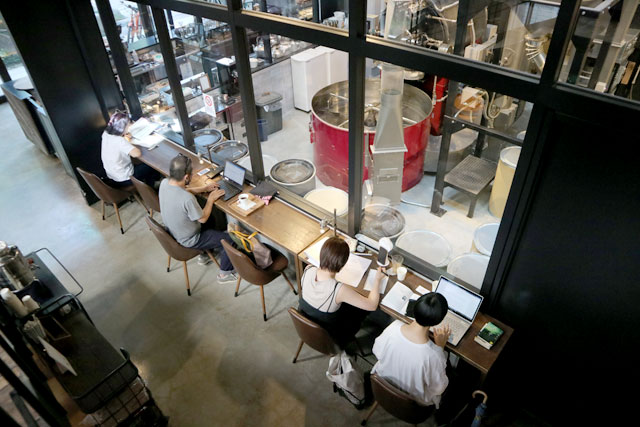 Factory & Labo 神乃珈琲 店内