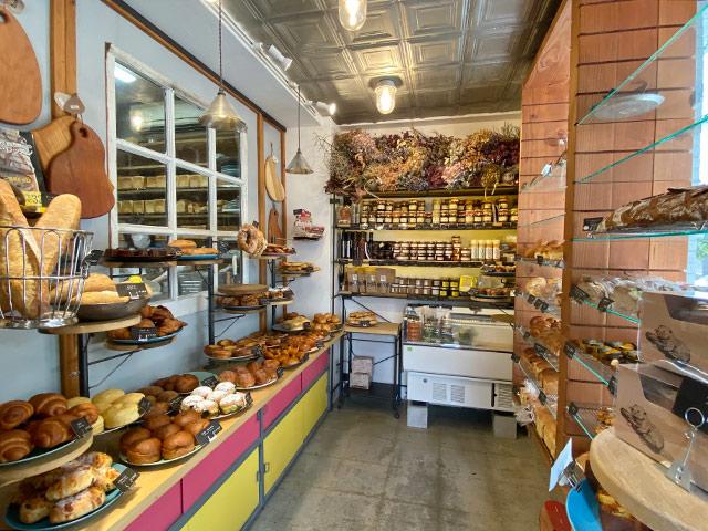 「ビーバーブレッド」約40種類のパンが並びます