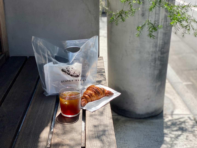 「バースコーヒー」天気が良い日は外のベンチがおすすめです