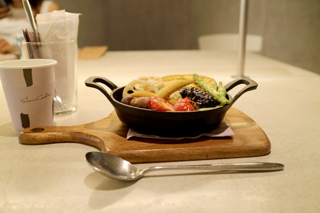 SHIRO CAFE 「色どり野菜の焼きチーズカレー」1,650円(税込)