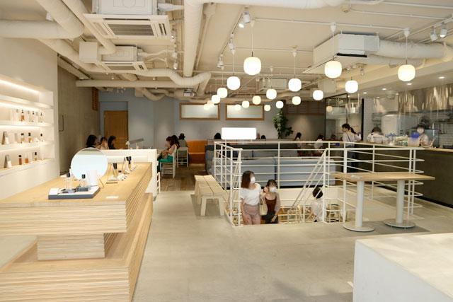 SHIRO CAFE 店内1階