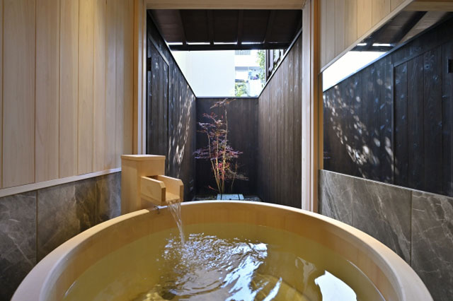 京の温所 丸太町 人工炭酸泉のヒノキ風呂
