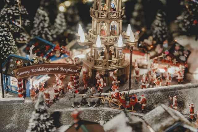 スノウマインピークス市街地のクリスマスマーケット