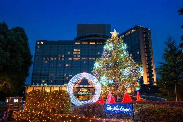 期間中、ホテルは華やかなクリスマスムードに