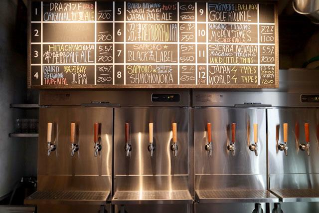 常時約12種類のクラフトビールが揃う「DRAスタンド / ウラドラ」