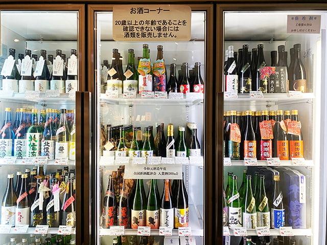 日本酒も全て利き酒師が選んだこだわりのラインナップ。現地の酒造まで足を運ぶこともあるとか