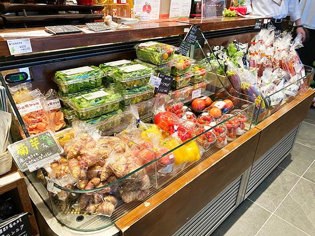 店頭の新鮮野菜コーナー