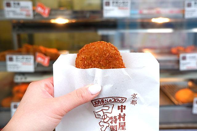 中村屋総菜製作所 「行列のできるコロッケ」100円(税込)