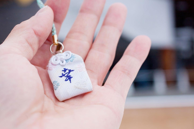 【御守取り寄せ】京都&奈良の有名神社からご利益を授かる。自宅に届くお守り5選|申し込み方法も