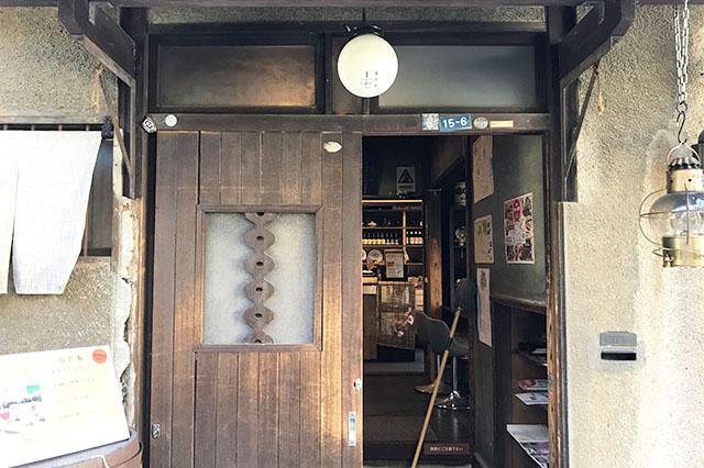 上野桜木あたり あたり1号棟「谷中ビアホール」入口