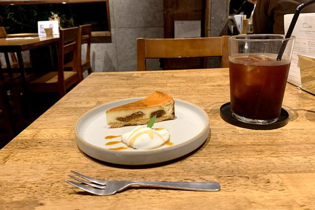 HAGISO(ハギソ) 「ラム付け無花果のチーズケーキ」565円 / 「アイスコーヒー」463円(全て税抜)