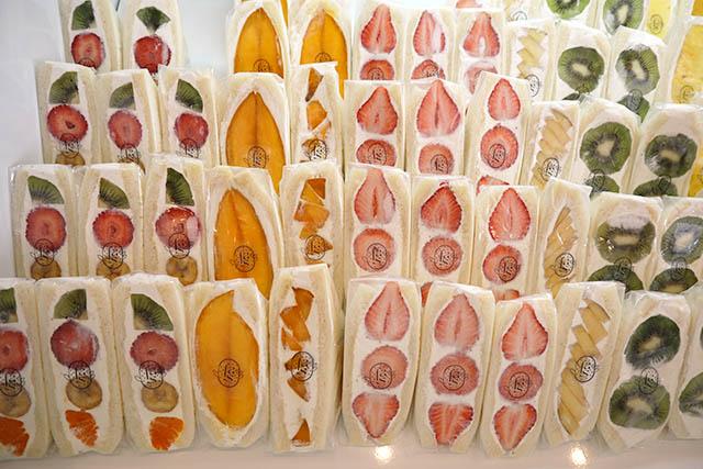 通年メニュー「パイナップル」580円~/「バナナ」420円~/「キウイ」650円~/「マンゴー」1350円~など。※値段は変動することがあります