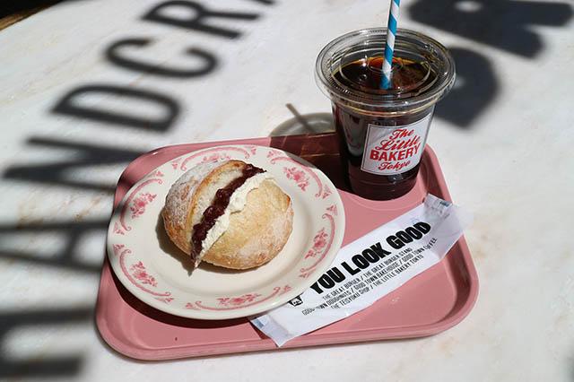 「北海道あんバターボール」420円/「ドリップコーヒー(アイス)」550円(ともに税別)※写真は移転前のものです