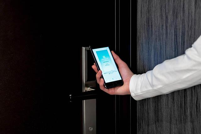 自分のスマートフォンが客室の鍵になるスマホキー