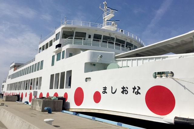 高松港から直島へは、フェリーで1時間以内