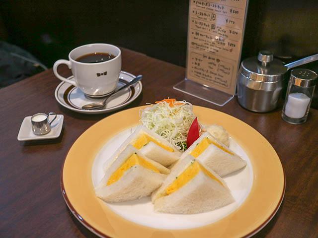 焼たまごサンドセット(モーニングセット7時~11時)コーヒーサラダ付き 850円(税込)