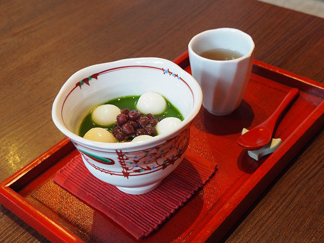 Green Tea Zenzai (a dessert which combines thick red bean in a sweet grean tea soup topped with mochi) 896yen (with tax)