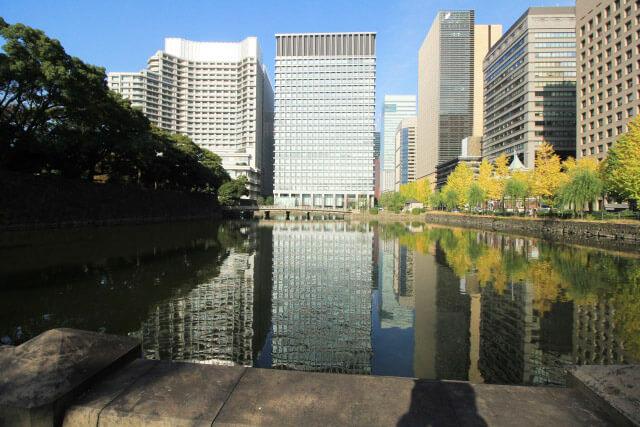 「和田倉護城河」沿岸的銀杏並木