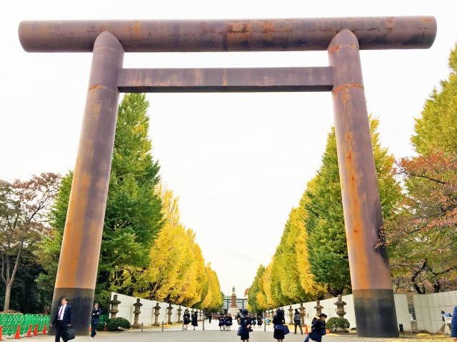 「靖國神社」參道兩旁的銀杏並木