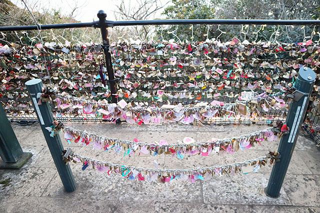 滿滿的大鎖 祈求著戀情的美好