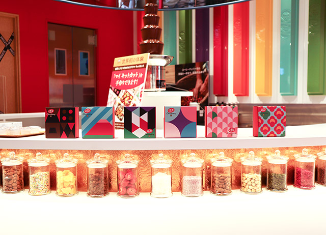 6 different boxes to choose from. From left to right: My kitkat, Aka-fuji, Kabuki, Ajisai, Yama-Sakura and Tsubaki