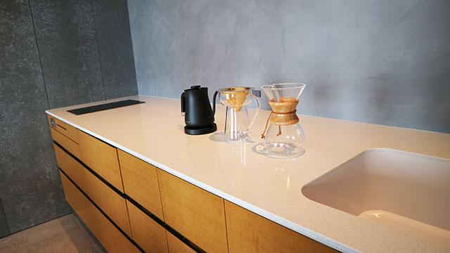 除了廚具之外還備有手沖咖啡套組,可以自行買咖啡回來沖泡