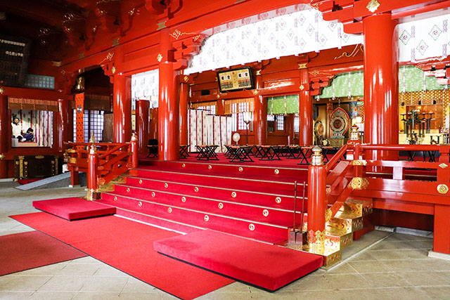 Ishi-no-Ma (doma/corridor) right before taking off shoes to go up inside the shrine