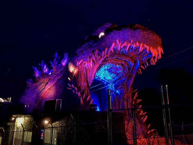 Come by at night to enjoy the eerie lit up Godzilla for more dynamic experience