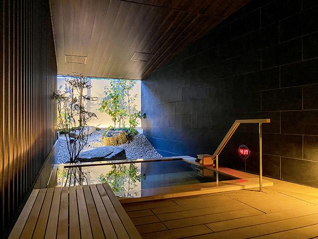 일본식 정원을 즐길 수 있는 온천