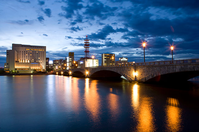 "The symbol of Niigata ""Bandai Bridge"" and ""Shinano River""(Japan's longest river)"