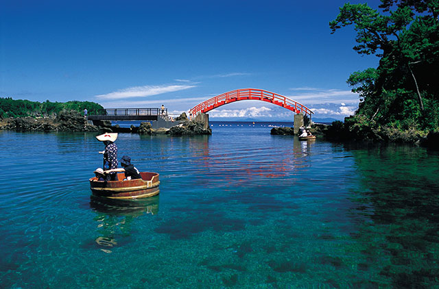 Sado's famous Tarai Bune (tub boat)
