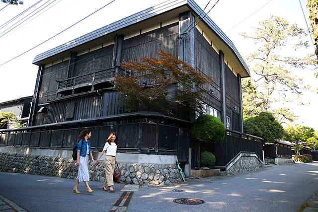 黒塀通(くろべいどおり)