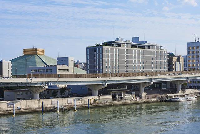 The Gate Hotel 兩國 by HULIC位在隅田川河畔