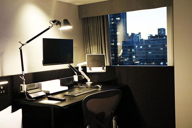 「Modest」房型~有可自由調整高低的桌子 適合出差上班族利用
