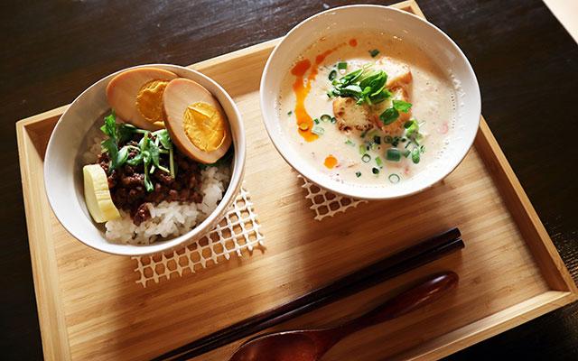 滷肉飯加蛋 小 490日圓(含稅) / 鹹豆漿 490日圓(含稅)