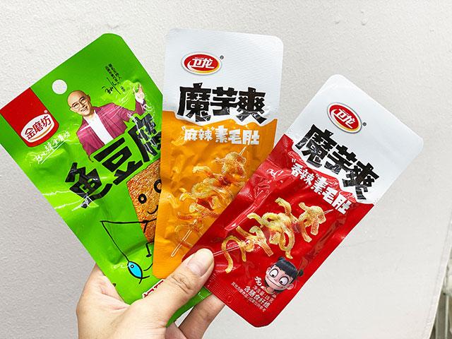 金磨坊 魚豆腐(左)、魔芋爽素毛肚(中、右)