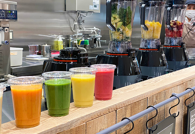 Small size smoothie/juice are available for 400 yen (tax inclusive)