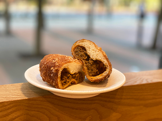 咖哩麵包(カレーパン)/ 240日圓 含稅