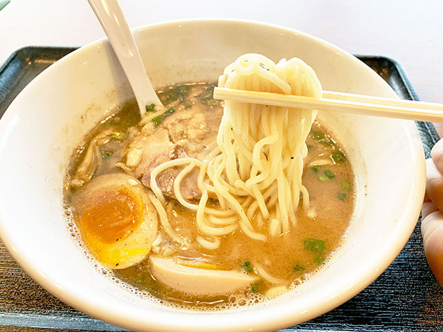 「和~yawara」魚介&豚骨拉麵 920日圓(含稅)