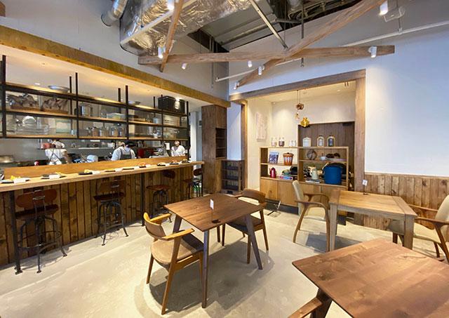 갤러리 공간으로 활영되는 카페 내부