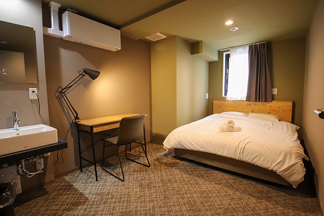 Room for overnight stay equipped with towel and a furniture