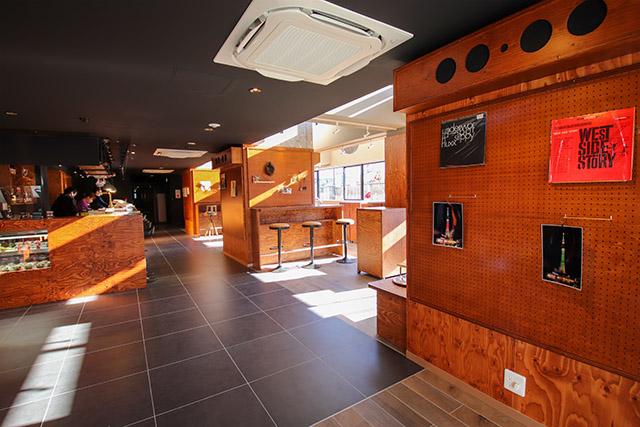 1층 카페 바  '아울360 °'