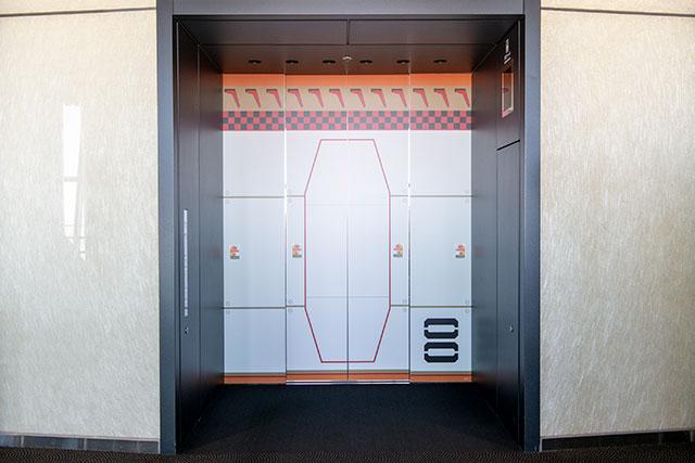 電梯外側(以「零號機」為模型)/ (C)カラー (C)TOKYO-SKYTREE