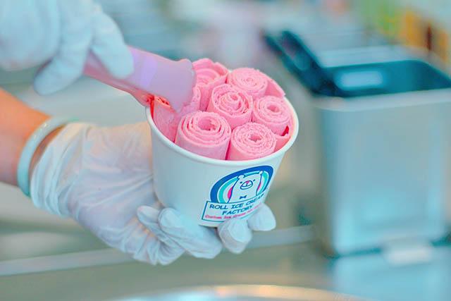 像花束般可愛的「Roll Ice Cream」