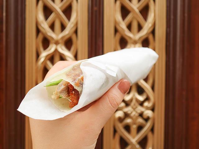 可以一手拿的北京烤鴨 350日圓(含稅)