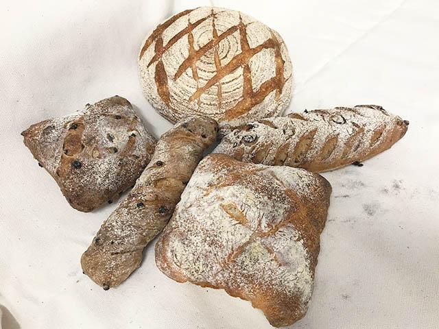 本格的で絶品のパンはわざわざ買いに行く価値ありです。
