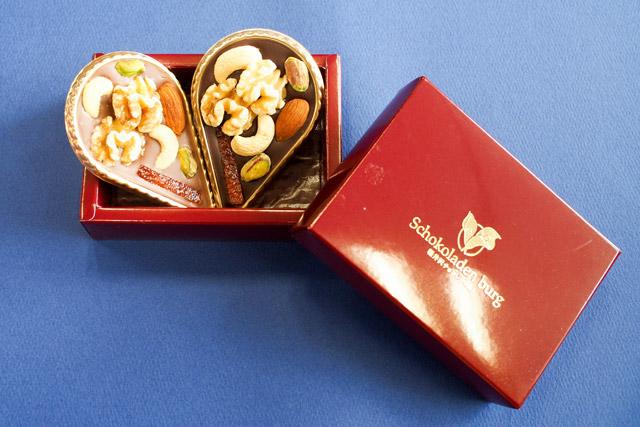 ショコラデンブルグ軽井沢チョコレート館 2枚あわせてハートの形にしてみるのも◎